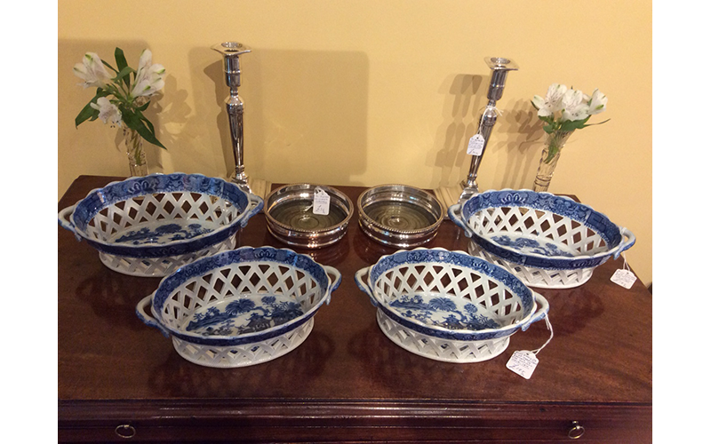 Two pairs in sizes of early 19th century 'pearlware' pierced baskets with blue printed decoration.